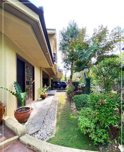 Ayala Alabang Corner House For Sale